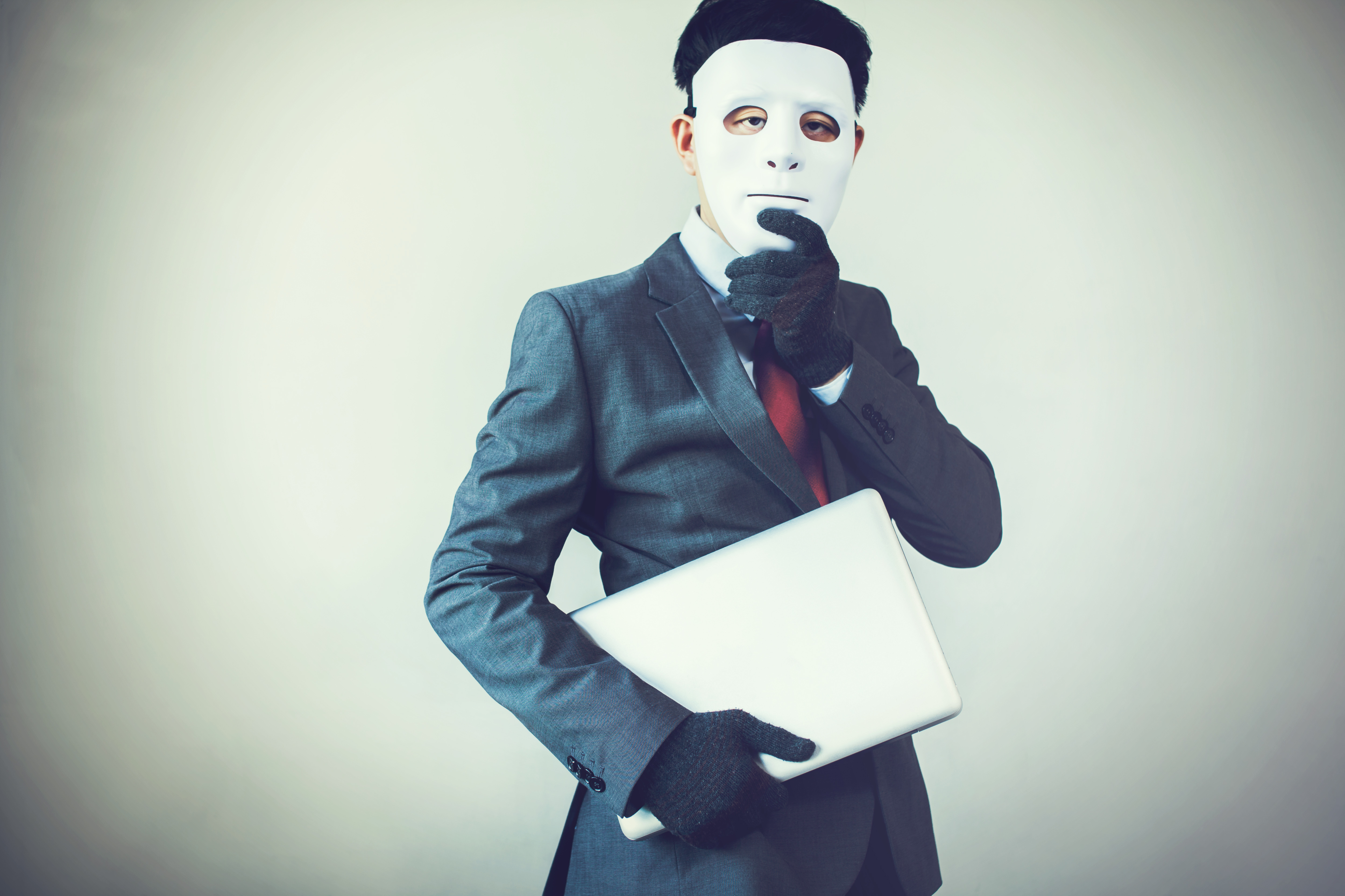 servisco, conseil immobilier,imitateur,amateur,faux,agent immobilier, masque