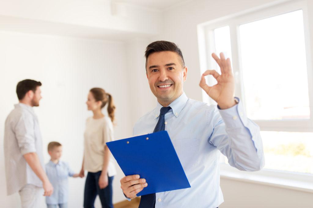 servisco, conseil,agent immobilier, sourire, heureux